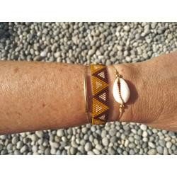 Associé à 2 autres bracelets en plaqué or
